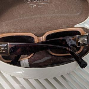 Coach sunglasses w)orig box and cloth